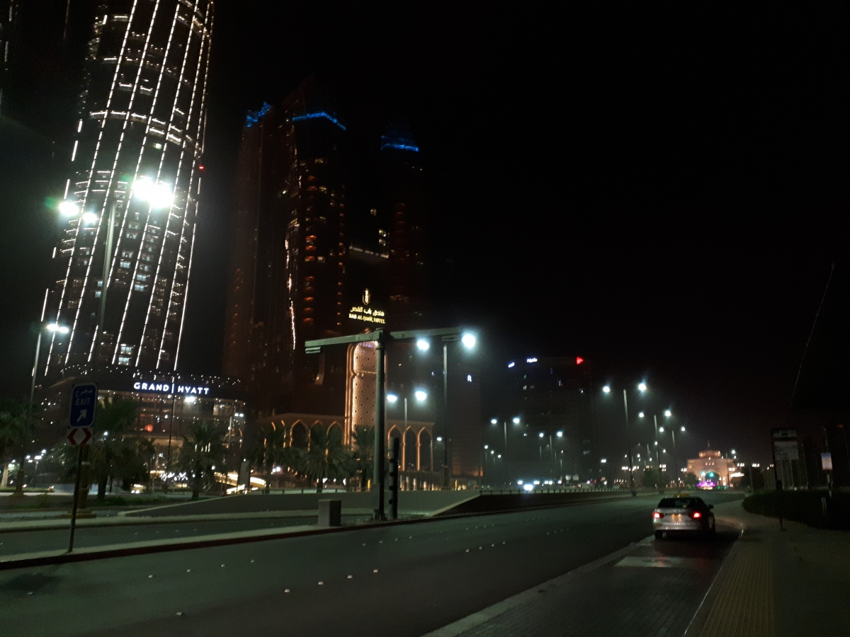 A midnight in Abu-Dhabi (1)